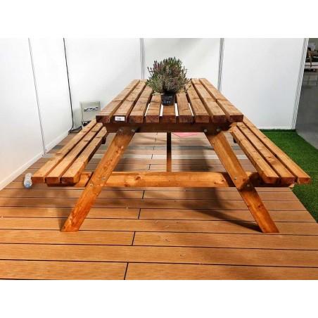 Mesa de madera para jardín. 150 x 180 cm