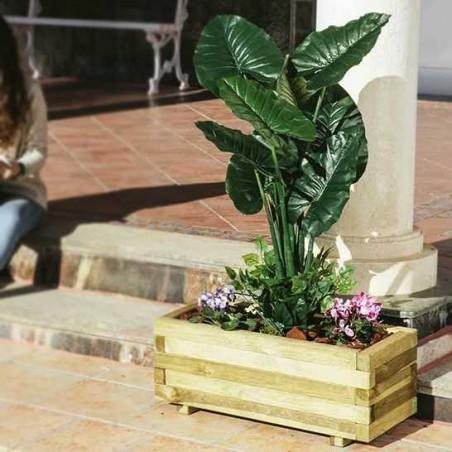 Jardinera de madera rectangular con malla