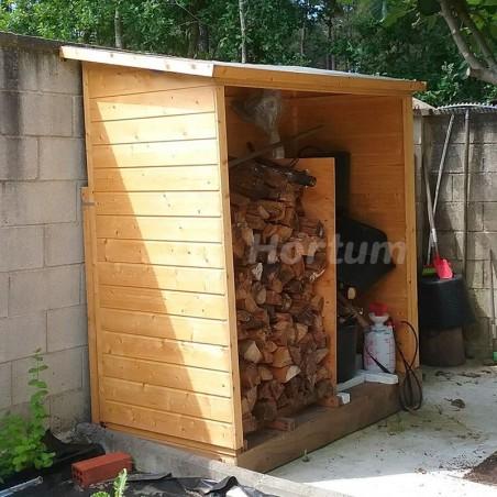 Armario de madera para guardar leña