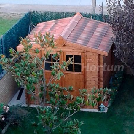 Vista tejado de caseta de madera con tejas rojas. Instalada por Hortum
