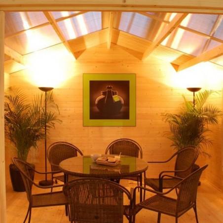 Detalle interior de la Caseta de madera con techo traslucido