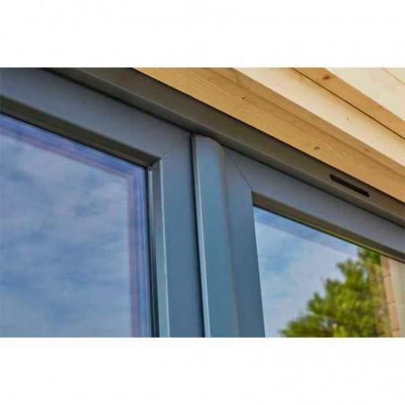 Detalle ventanas y puerta doble cristal con marco de PVC - Minicasa de madera 9.81m²