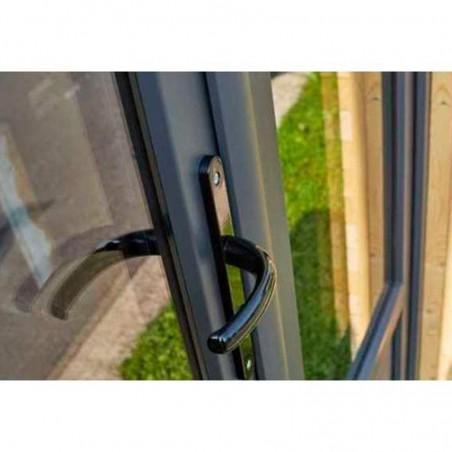 Detalle manivela para caseta de madera habitable Hortum. Marcos y ventanas en Pvc
