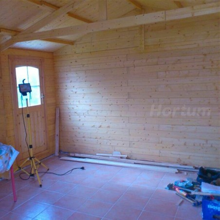 Interior de garaje de madera Gravier. Garaje de madera de 20 m2 doble puerta frontal y puerta simple adicional