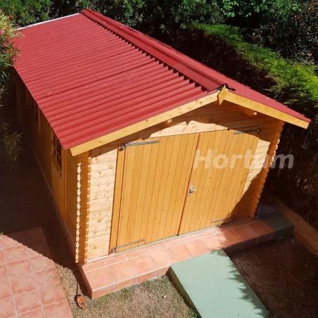 Garaje de madera con puerta  doble, ventanas abatibles y puerta simple Tony