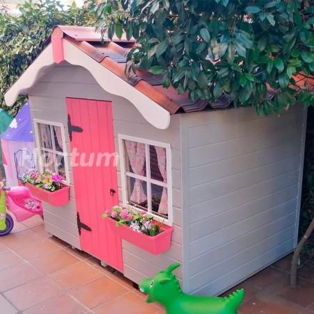 Casita de madera Aurelie, pintada de colores y con techo de tejas rojas. Casitas infantiles Hortum