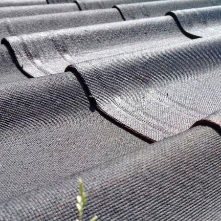 Teja asfáltica de color negro para casetas de madera