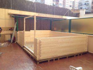 Caseta de madera sobre palets