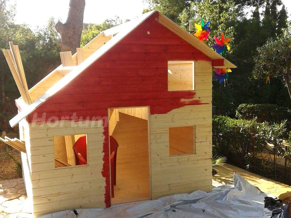 Pintar casita de madera infantil en rojo.