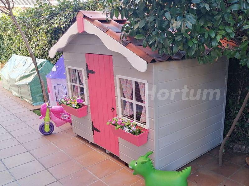 Casita de madera para niños pintada y decorada. Con teja Asfáltica.
