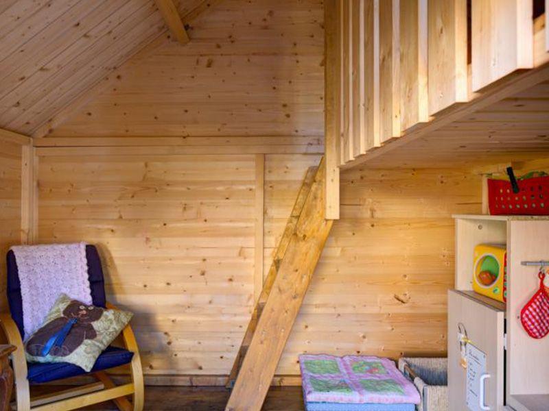 Interior casita de madera para niños