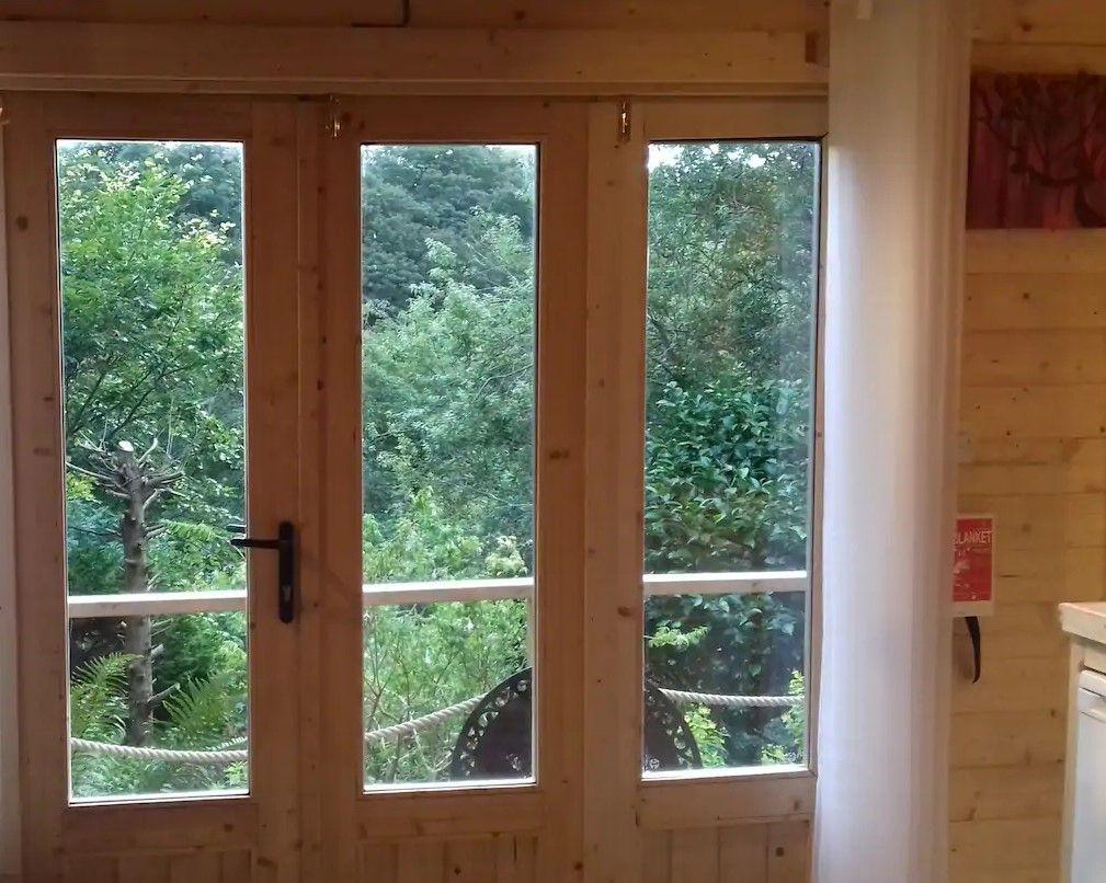 Interior minicasa habitable de madera