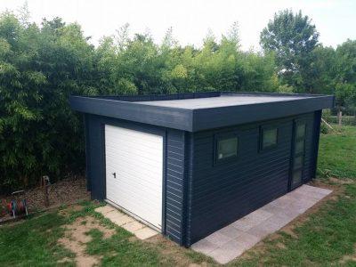 Garaje de madera con techo plano Novel