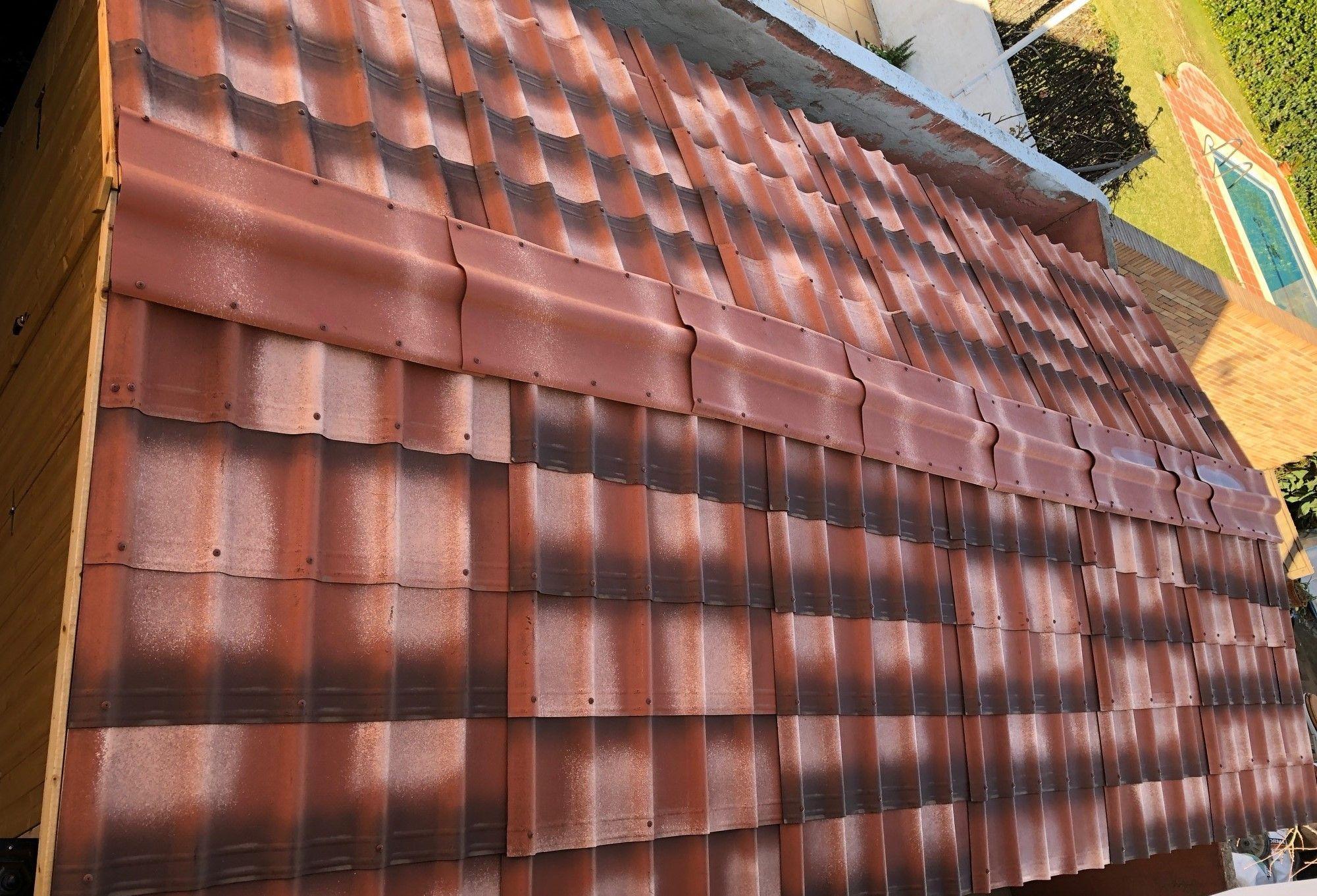 Detalle techo de Onduvilla en garaje de madera