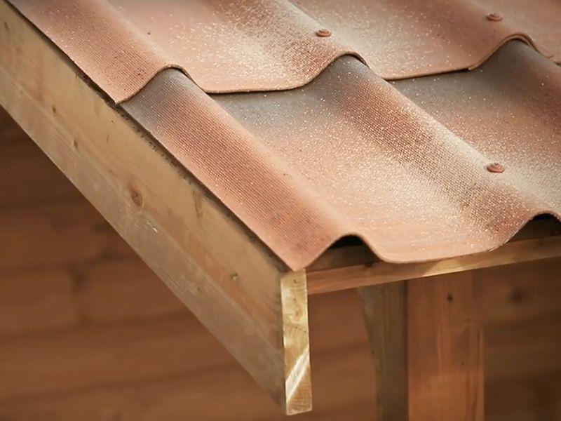 Instalación tejas para casetas de madera