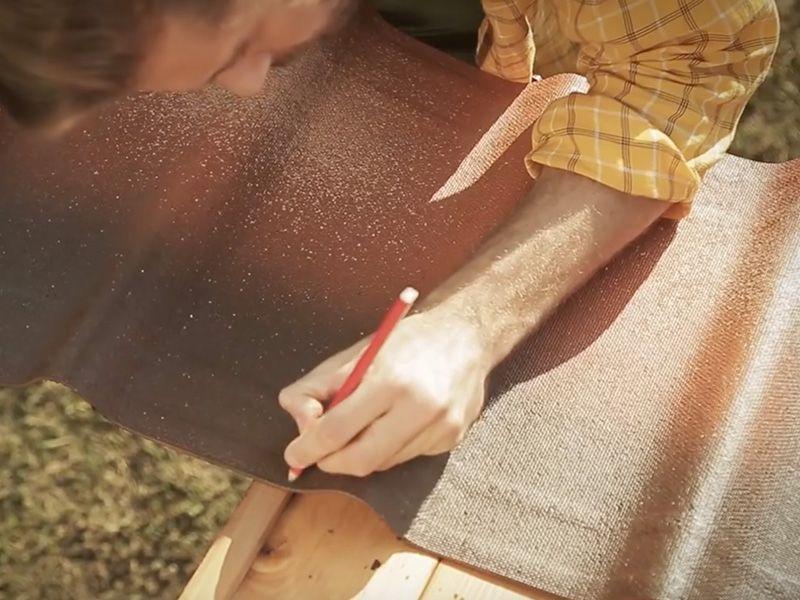 Cortar la última placa de tejas asfálticas - Hortum