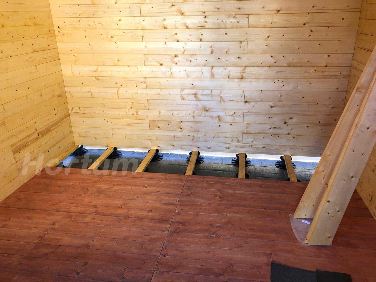 Suelo caseta de madera con plots