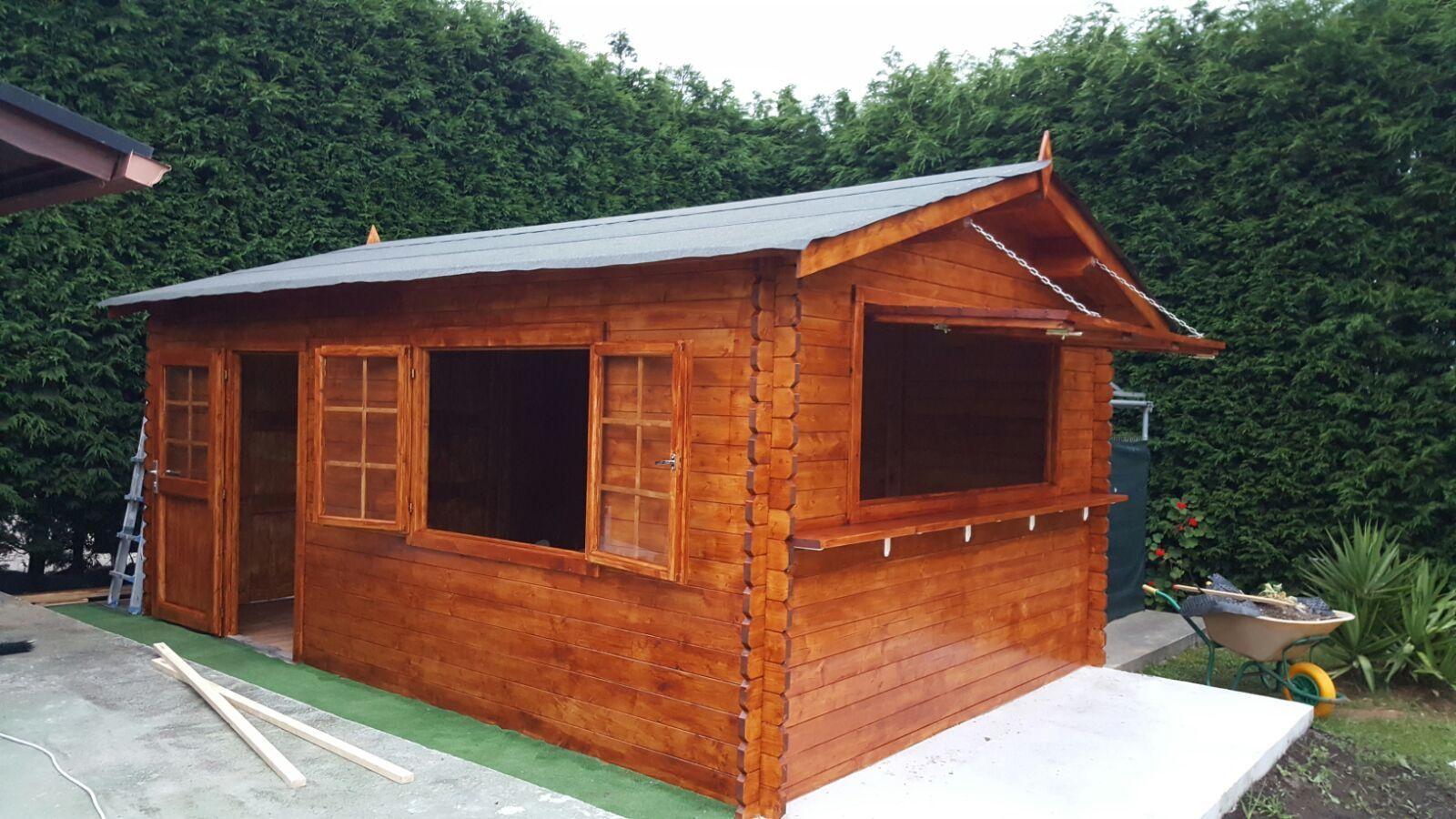 Garaje de madera Tony convertido en kiosco