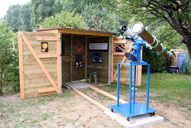 Armario de madera para jardin utilizado como observatorio astronomico